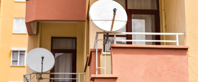 satellitensch ssel am balkon anbringen was mieter d rfen. Black Bedroom Furniture Sets. Home Design Ideas