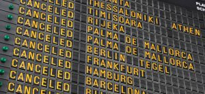 Nahaufnahme einer Anzeigentafel am Flughafen