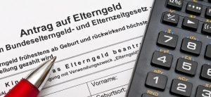 Antrag auf Elterngeld und Taschenrechner
