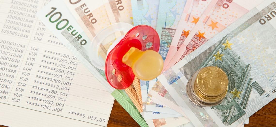 Schnuller auf Geldscheinen